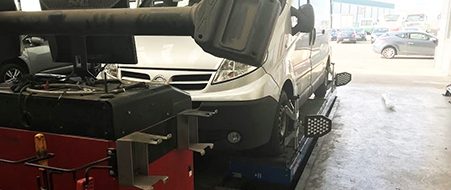 Car wheel alignment and tracking